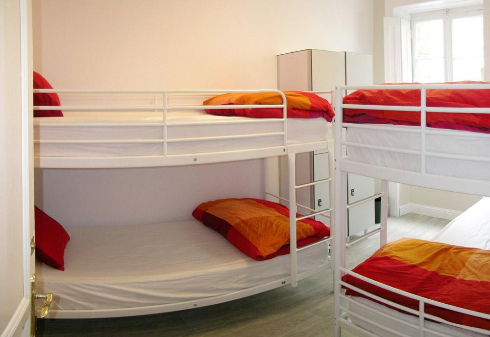 Habitaciones hostel b b b santander alojamiento for Habitaciones familiares santander